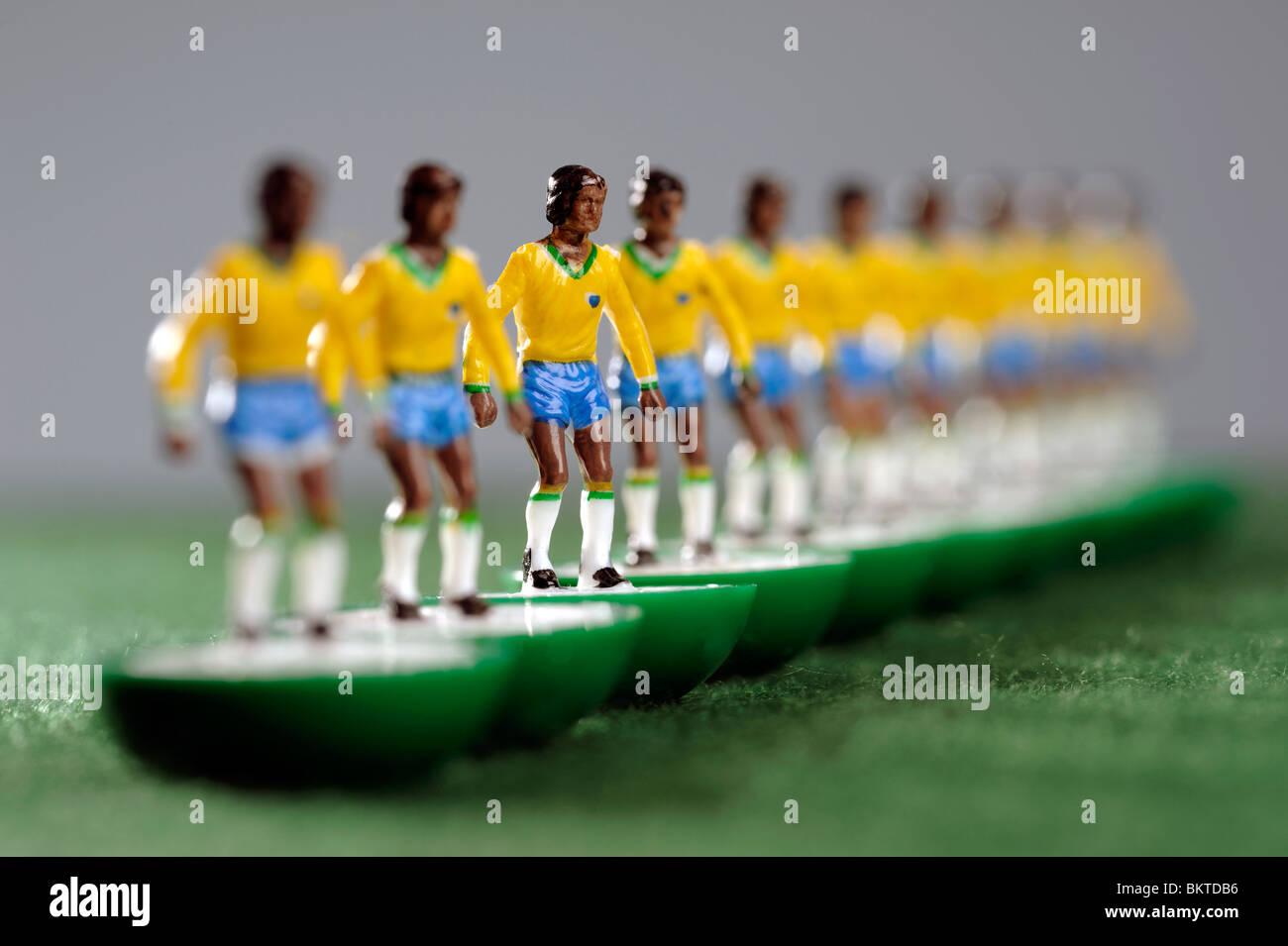 Il Brasile di coppa del mondo di calcio Subbuteo® i giocatori Immagini Stock