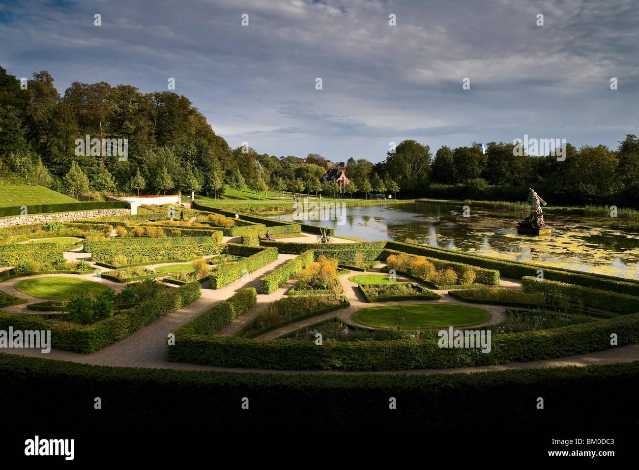 Barock terrazza giardino con laghetto, Neuwerkgarten, Gottorf Castle, Schleswig, Schleswig-Holstein, Germania, Europa Immagini Stock