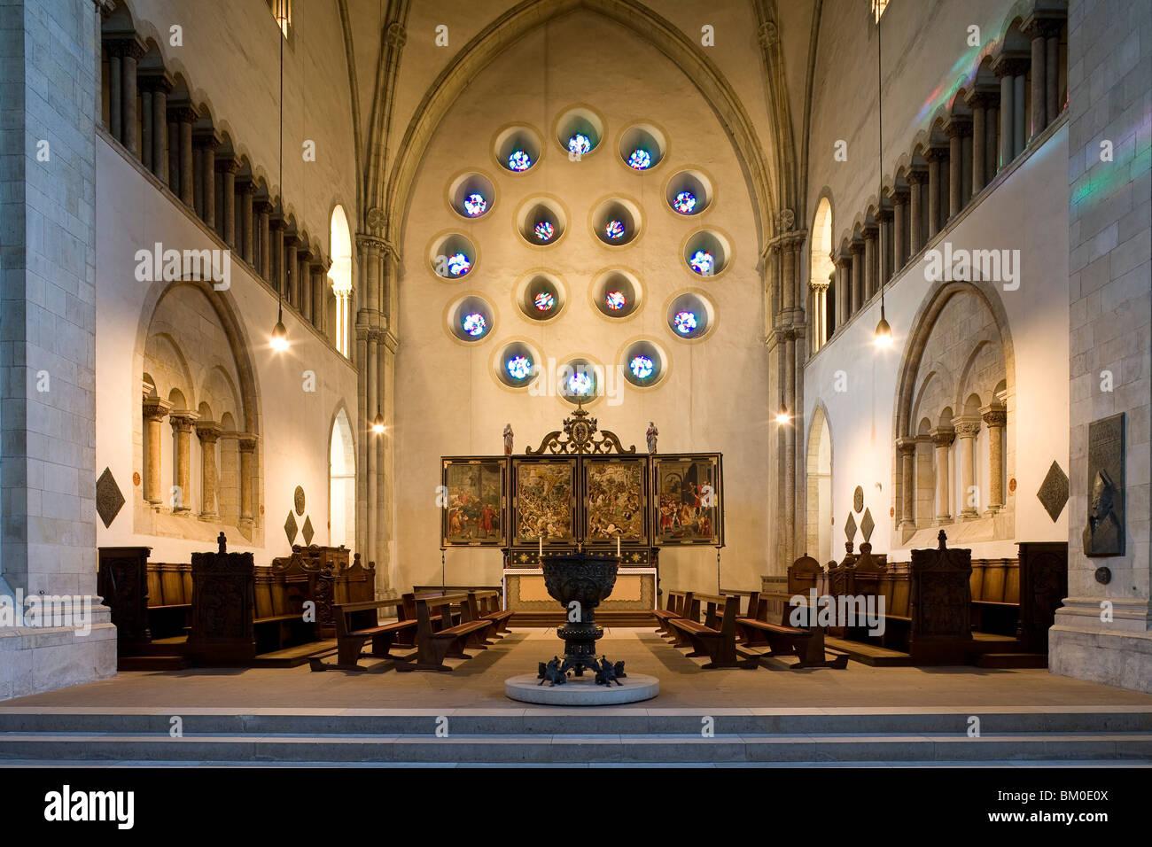 Cattedrale di San Paolo con il font e altare, Muenster, Renania settentrionale-Vestfalia, Germania, Europa Immagini Stock