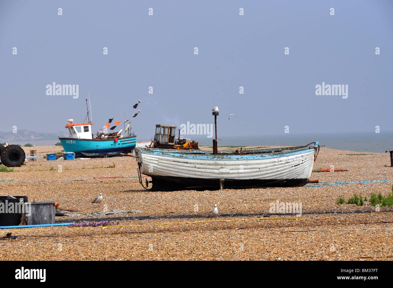 Barche su una spiaggia di ciottoli Southwold Suffolk GB Immagini Stock