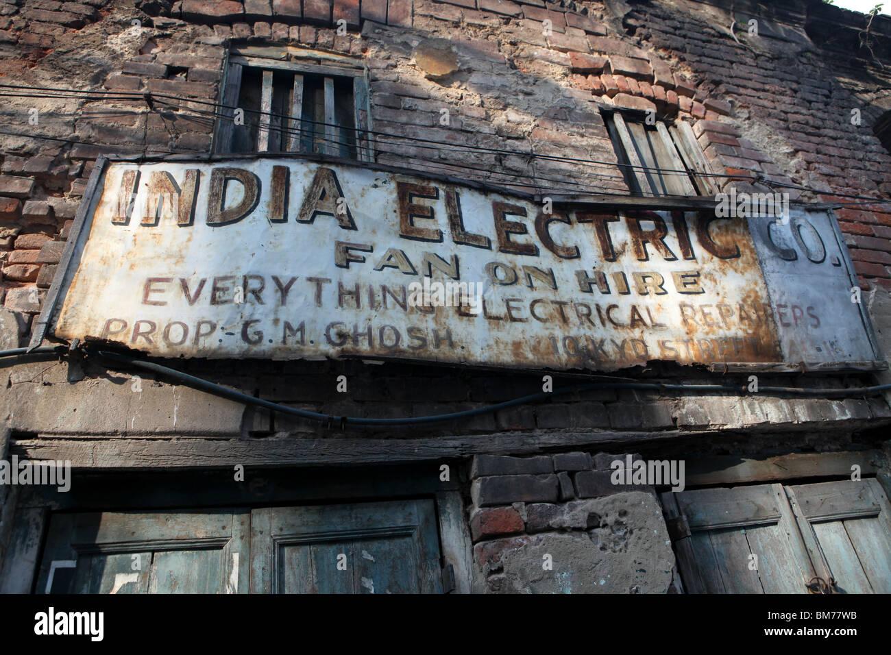 Il vecchio negozio di fronte per l'India Electric Company in Kolkata, in precedenza chiamato Calcutta nel Bengala Immagini Stock