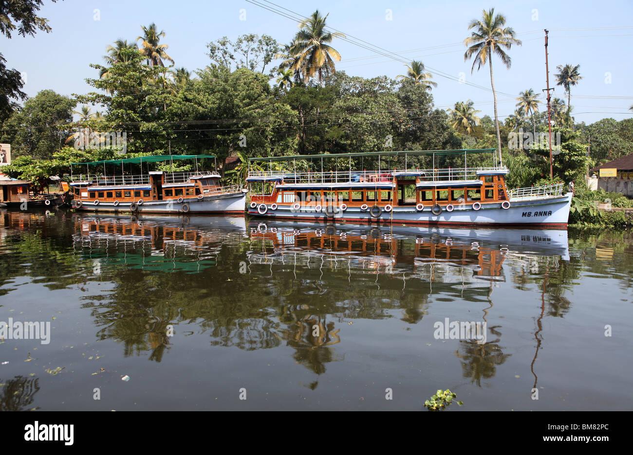 I turisti barche ormeggiate in Alappuzha o Alleppey su le lagune del Kerala, in India. Immagini Stock