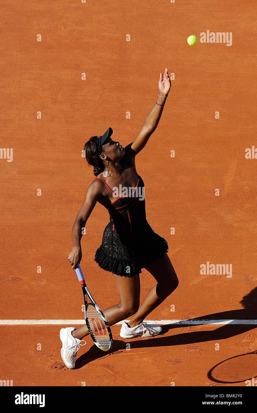 Venus Williams (USA) competono al 2010 francesi aperti Foto Stock