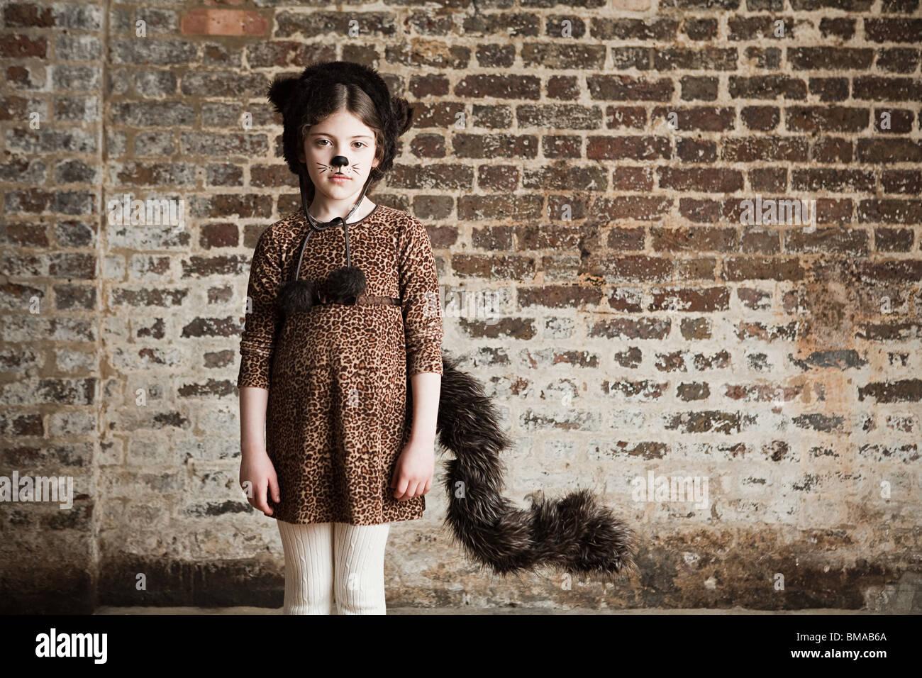 Ragazza giovane vestito come cat Immagini Stock
