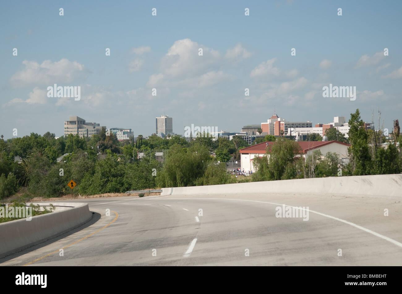 Fresno CA skyline dall' autostrada 41/180 interchange Immagini Stock
