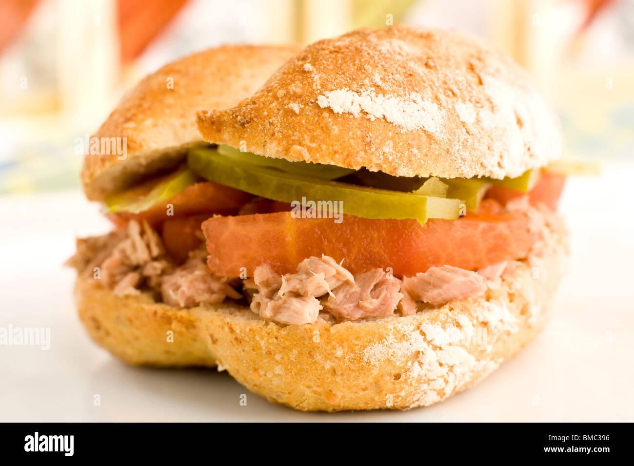 Tonno e sandwich di pomodoro Immagini Stock