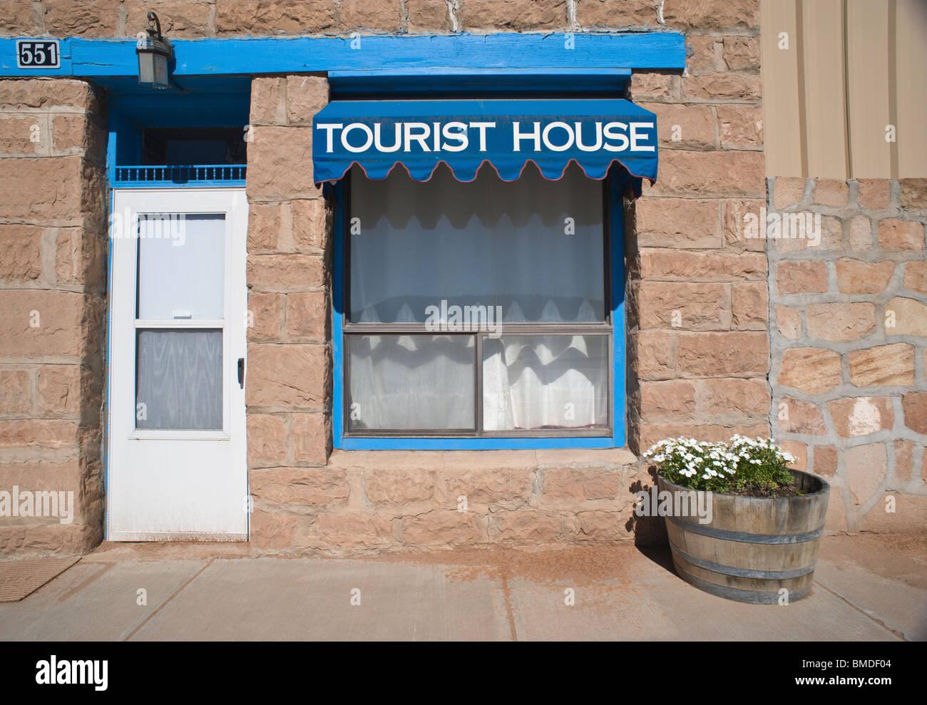Il Tourist House lungo la storica strada principale di Corona, Nuovo Messico. Immagini Stock
