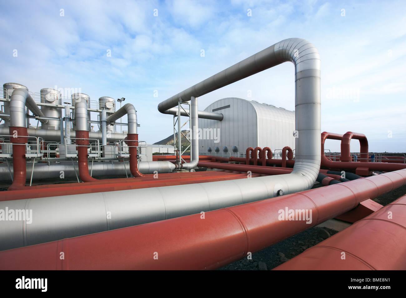 Tubazione in stazione elettrica geotermica Immagini Stock