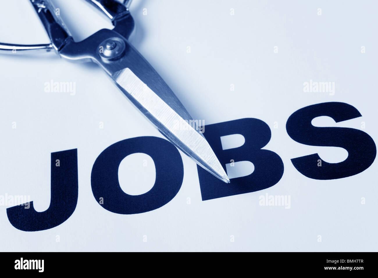 Parola di lavoro e forbici, concetto di taglio di posti di lavoro Immagini Stock
