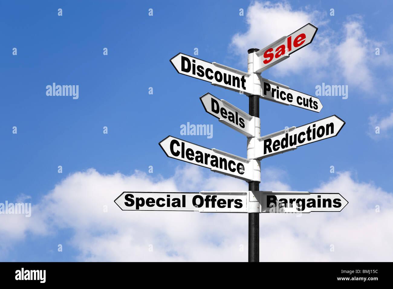 Vendita di sconto e altri negozi le parole correlate su un cartello Immagini Stock