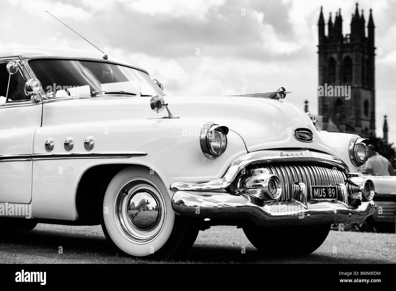 Buick otto front end, un classico americano auto, al Churchill vintage car show, Oxfordshire, Inghilterra. Monocromatico Immagini Stock