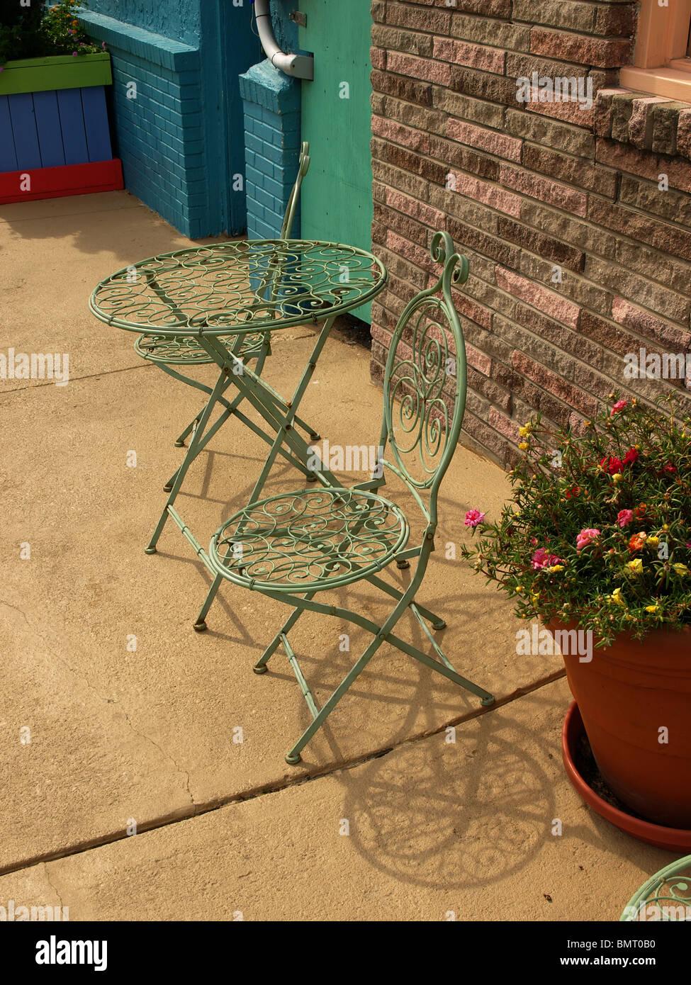 Tavolo Sedie Giardino Cemento.Metallo Mobili Da Giardino Tavolo Sedie Filo Verde Sul Patio Di