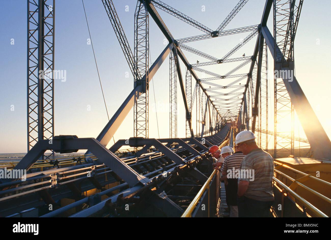 Sovraccaricare il ponte trasportatore F60 per l'estrazione della lignite Immagini Stock