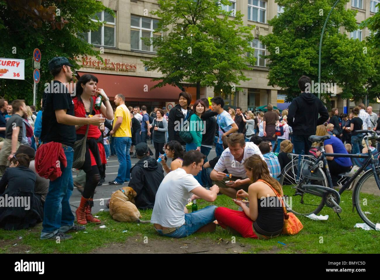 Karneval der Kulturen (il Carnevale delle culture) street festival kreuzberg Berlino Germania Eurore Immagini Stock