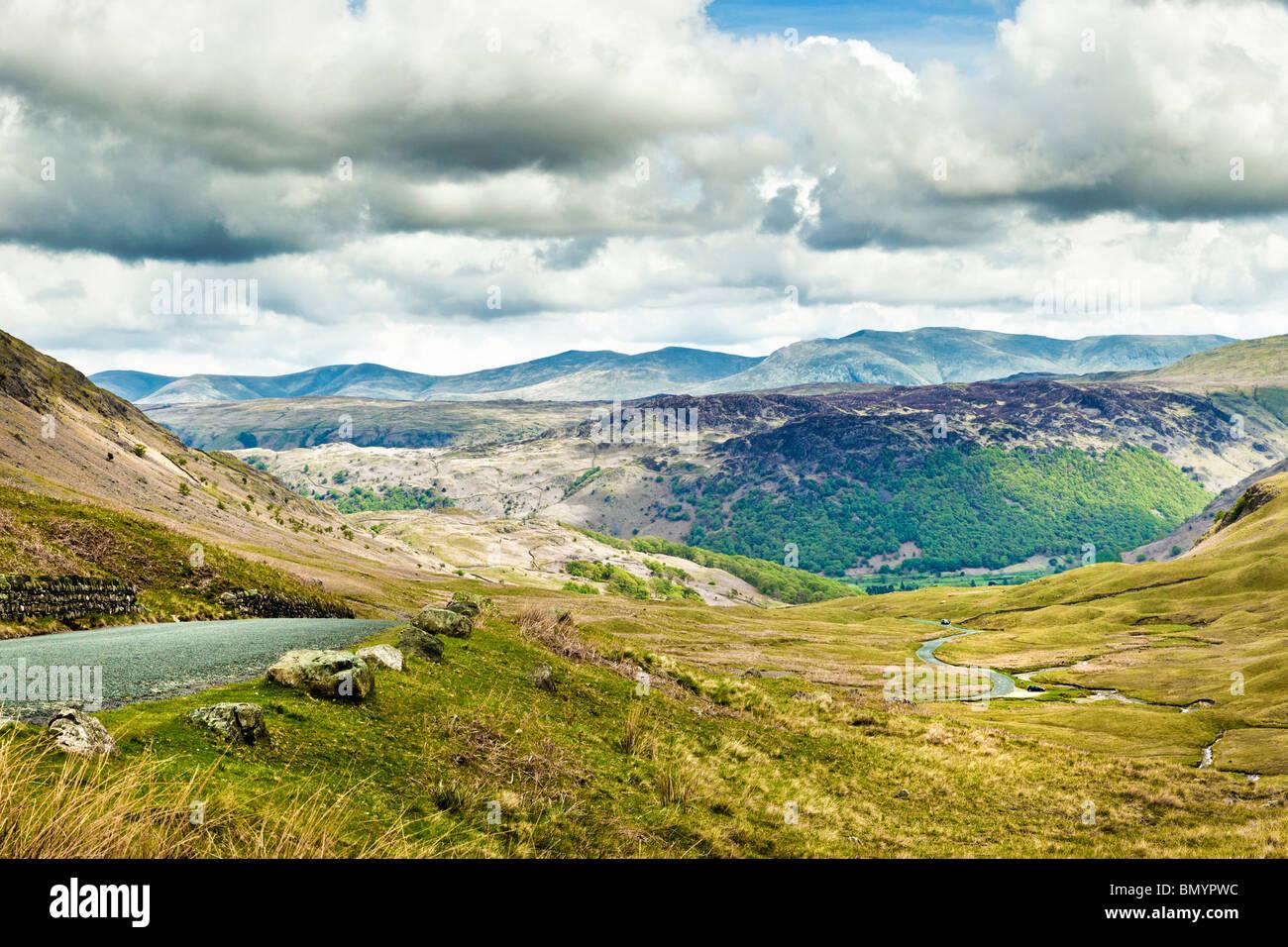 Honister Pass nel distretto del lago, Cumbria, Regno Unito - guardando verso Borrowdale Immagini Stock