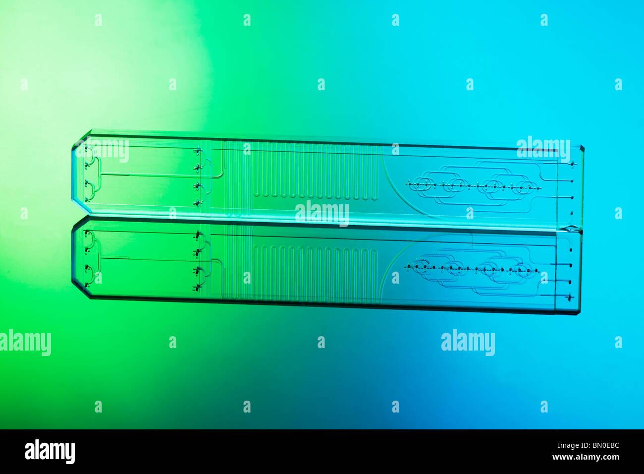 Microfluidica vetro acidato microreattore chip multipli di miscelazione flussi di fluido di liquidi in micro e nano Immagini Stock
