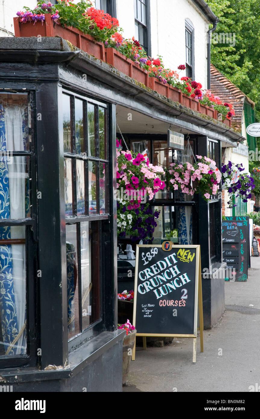 """Il Hampshire Stockbridge High Street è stato votato """"Migliore buongustai street' UK Immagini Stock"""