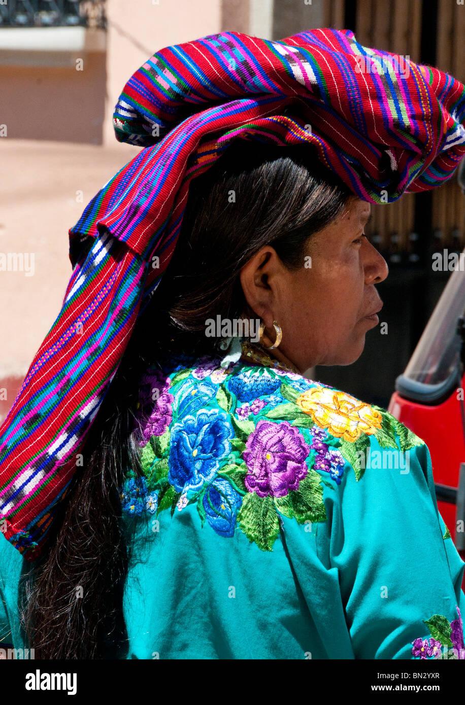 Indigeni tradizionale copricapo Maya Panajachel Guatemala Immagini Stock