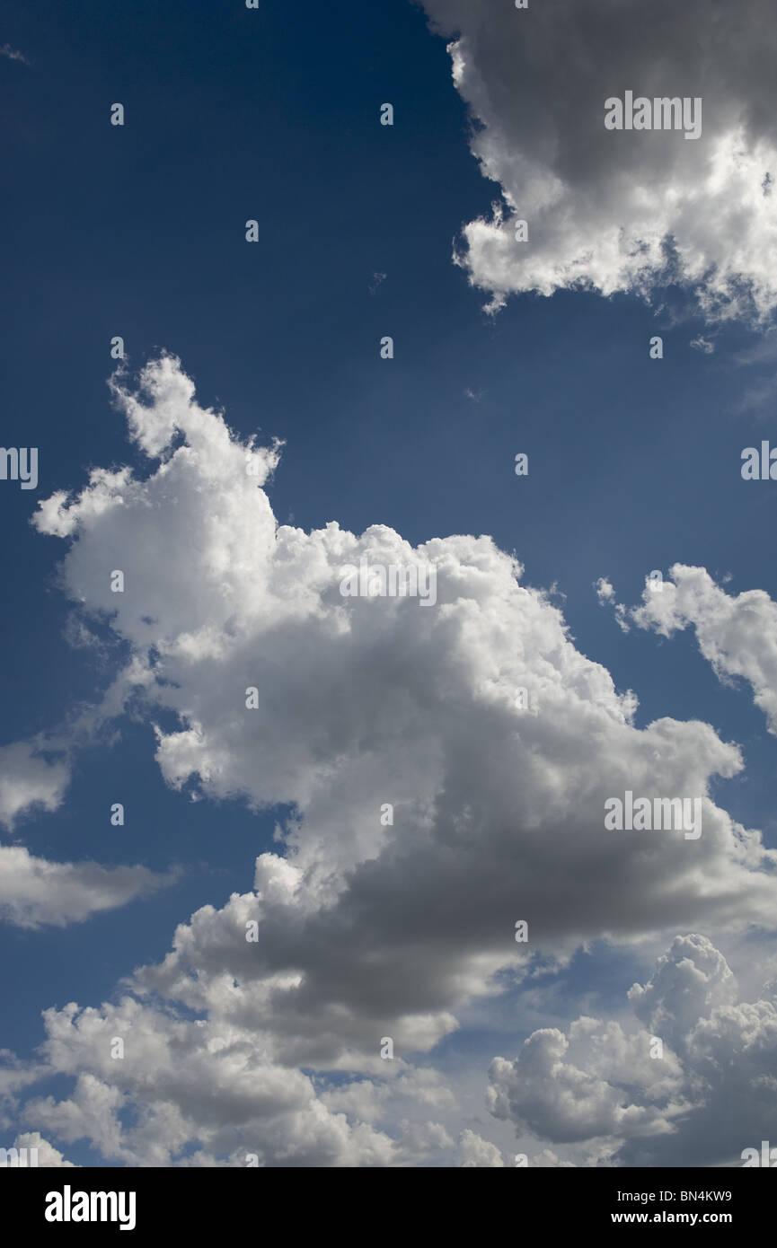 Cielo blu e nuvole Immagini Stock