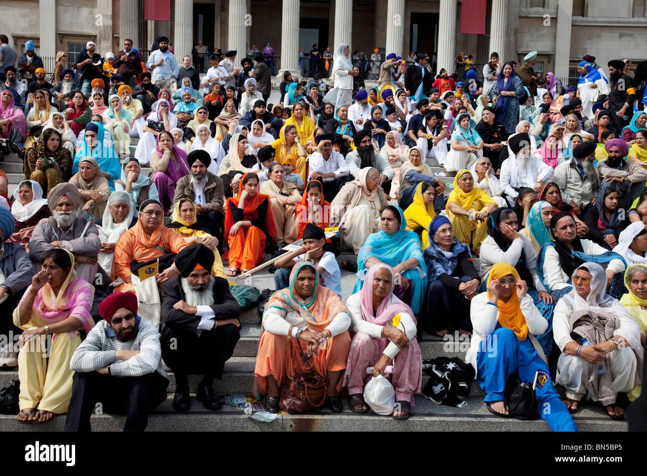 I sikh si radunano in Trafalgar Square per una dimostrazione per evidenziare gli abusi dei diritti umani nei confronti Immagini Stock