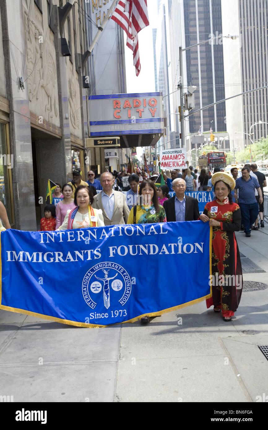 Gli immigrati internazionale Parade, NYC: Immagini Stock