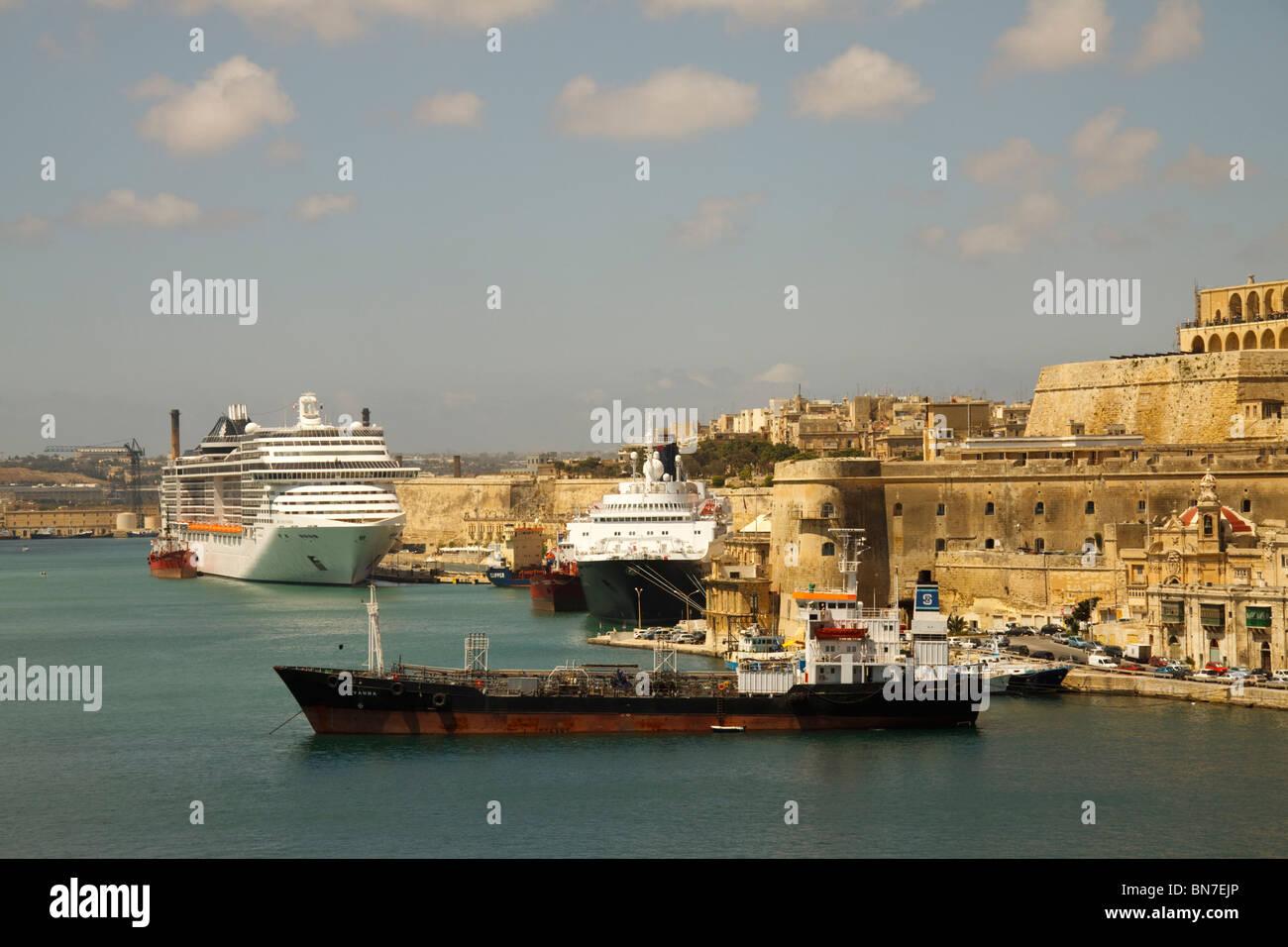 Le navi nel Porto Grande di La Valletta, Malta Immagini Stock