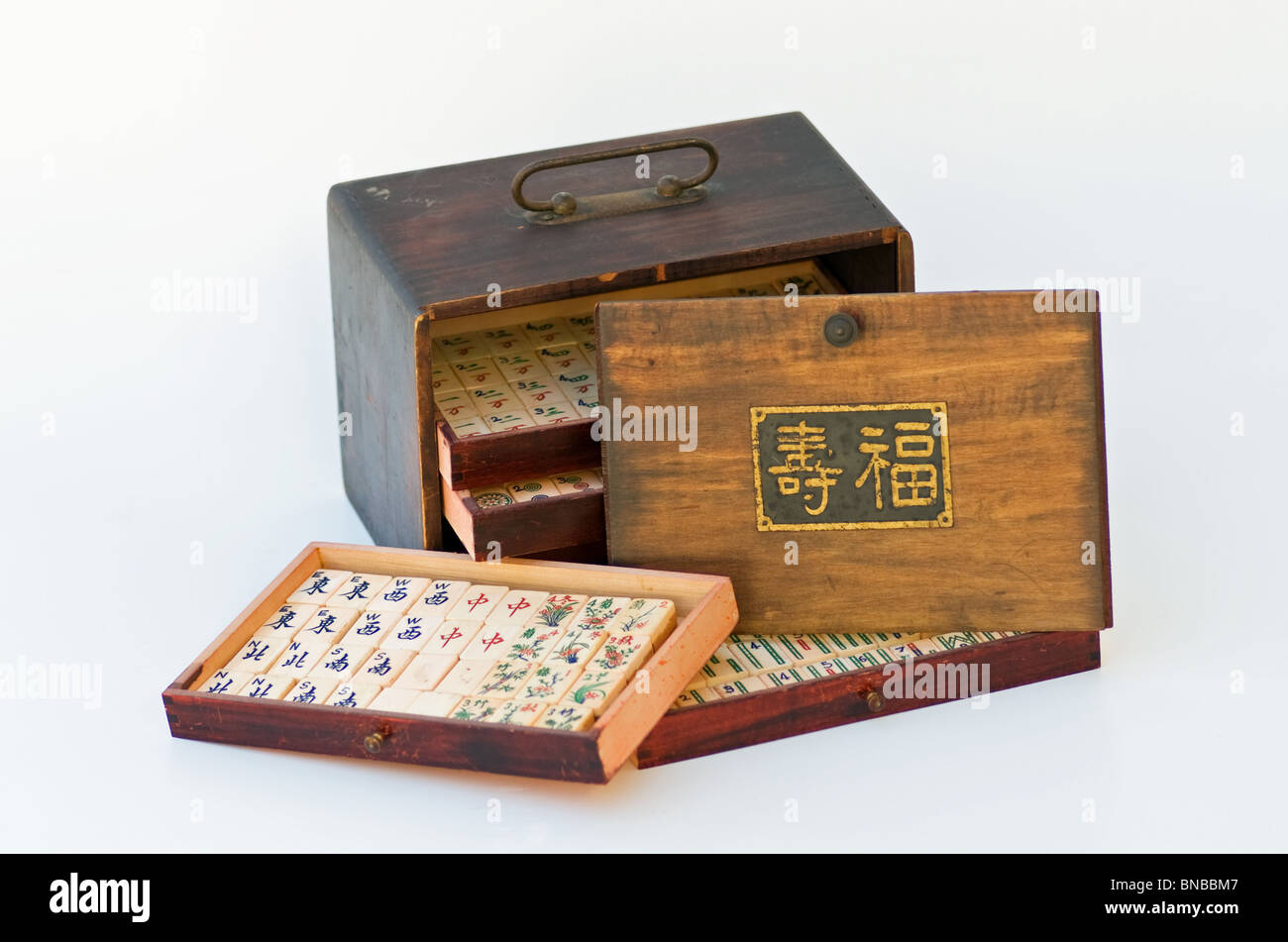 Mah-jong antico gioco in caso di legno con la longevità di segno. Immagini Stock
