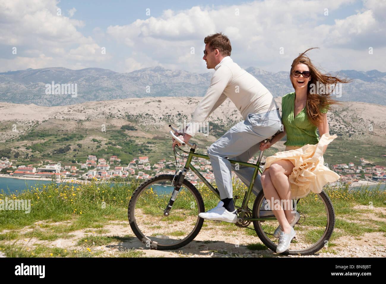 Giovane Equitazione Bicicletta Da Mare Foto Immagine Stock