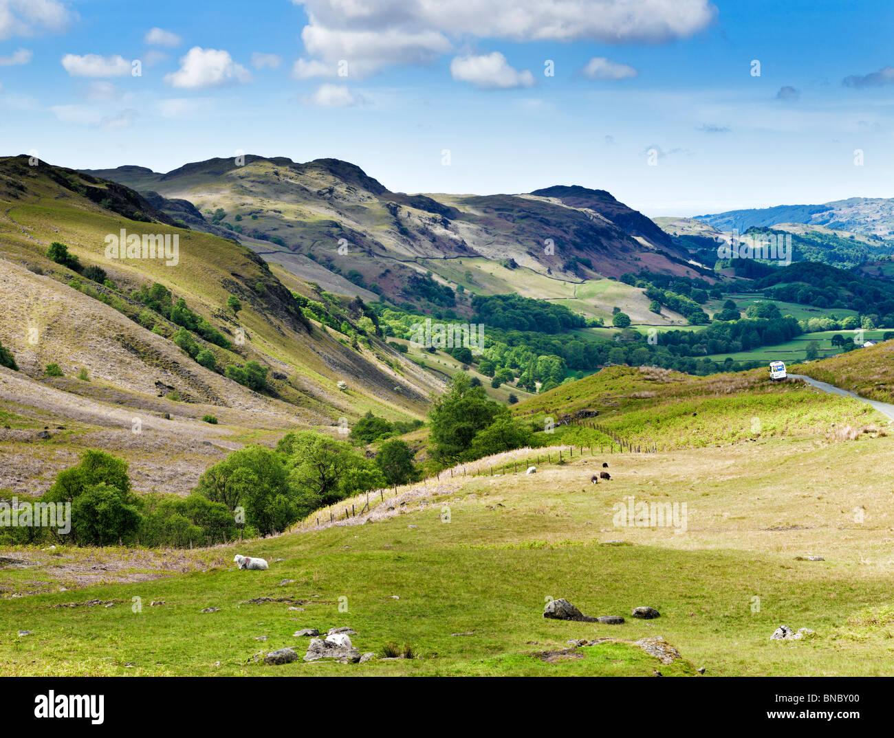 Eskdale Valley cercando da Hardknott Pass, nel distretto del lago, Cumbria, England Regno Unito Immagini Stock