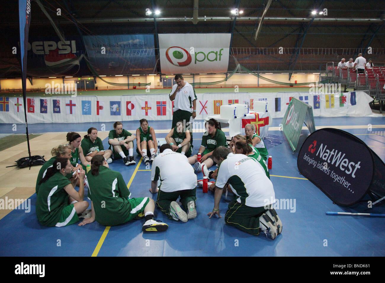Le donne di pallacanestro di Menorca finale sconfitta Guernsey NatWest Island Games 2009 in Eckeröhallen sulle Immagini Stock