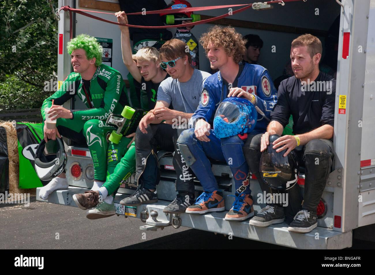 I concorrenti di skateboard in partenza per il gate di partenza, IGSA World Cup Series. Immagini Stock
