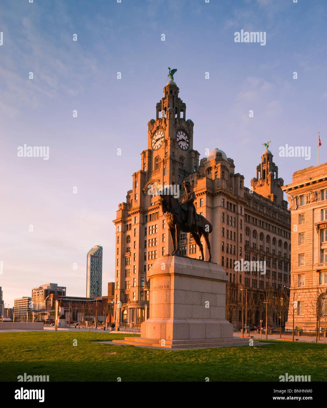 Il porto di Liverpool Cunard e fegato edifici comprendono le tre Grazie Liverpool England Immagini Stock