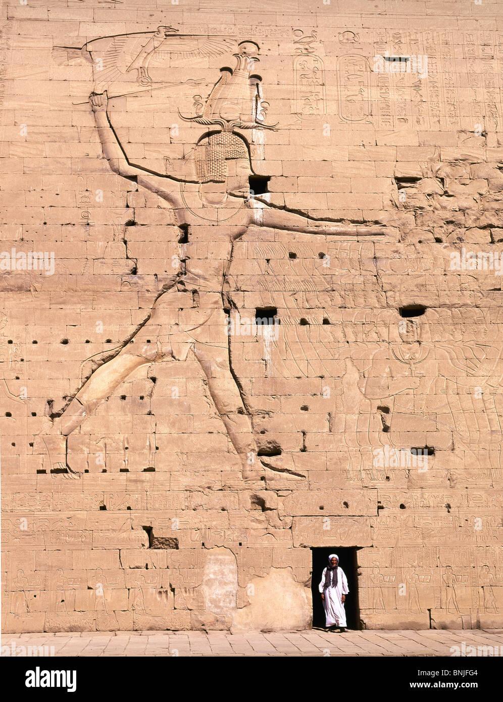 Egitto Marzo 2007 città di Edfu Tempio di Horus antica cultura storica parete uomo Immagini Stock