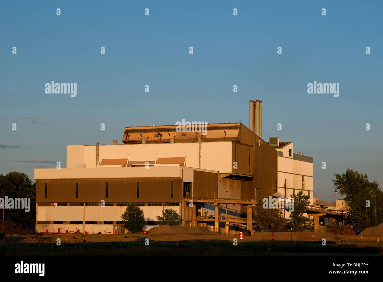 Set di sole su Quebec city inceneritore Immagini Stock