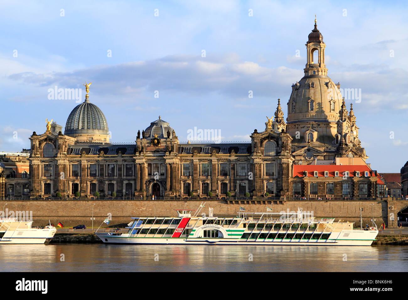 Fiume Elba a Bruehl la terrazza con accademia di belle arti, la cupola della Frauenkirche_chiesa di Dresda, Sassonia, Foto Stock