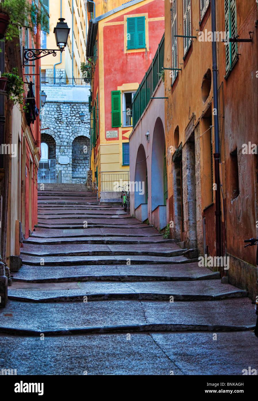 Scena di strada in la Vieille Ville (città vecchia) parte di Nizza sulla Costa Azzurra (Cote d'Azur) Immagini Stock