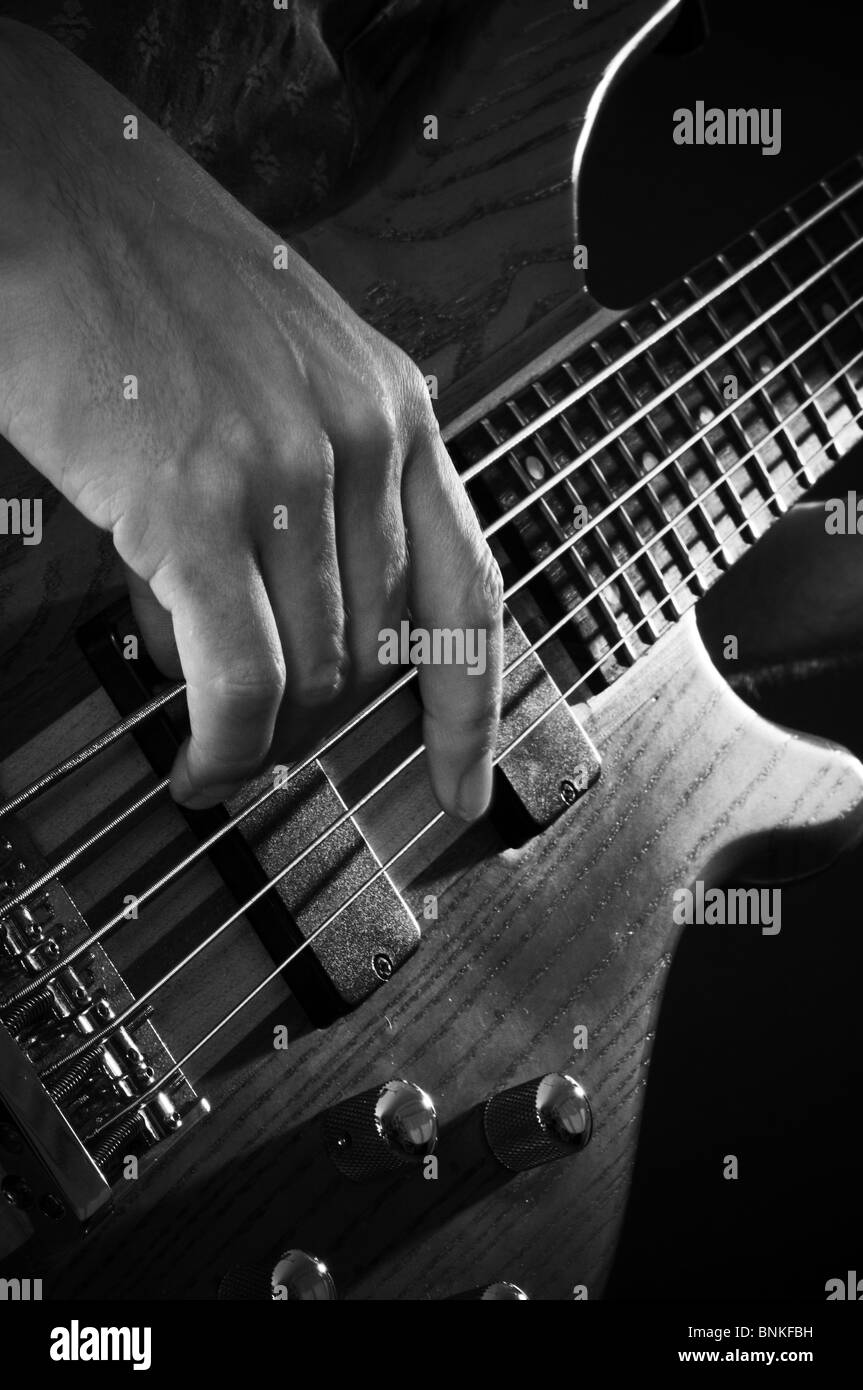 Bass Guitar line basslines stringa chitarre con corde giocatore giocare Giocare uomo musica musicista musicisti Immagini Stock