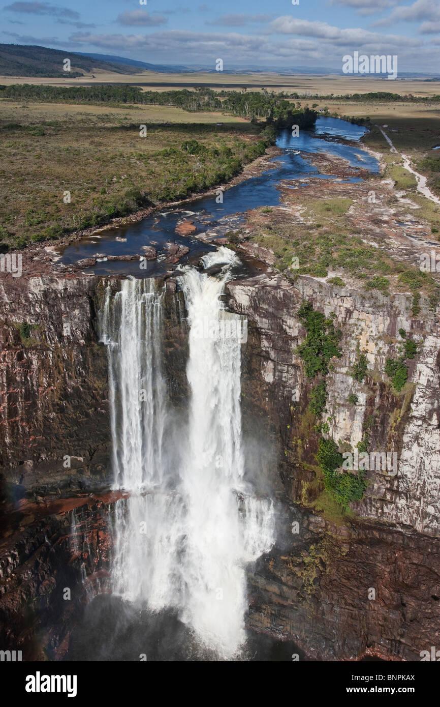 Aponwao cascata e il fiume il Parco Nazionale di Canaima Venezuela Immagini Stock