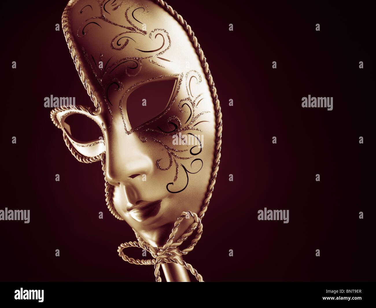 Bella argento maschera Veneziana isolati su sfondo nero Immagini Stock