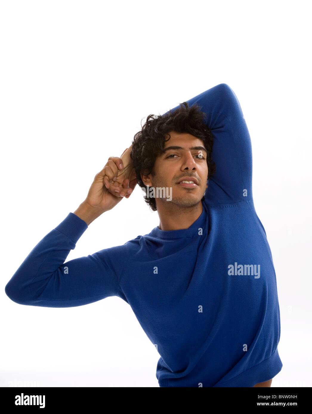 Uomo di allungamento del corpo superiore Immagini Stock