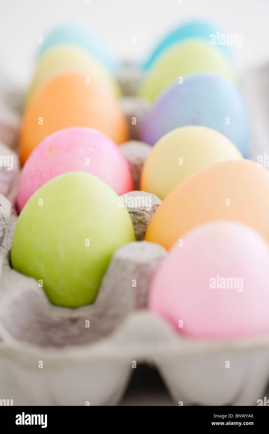 Tinti di uova di Pasqua in scatola di cartone Immagini Stock
