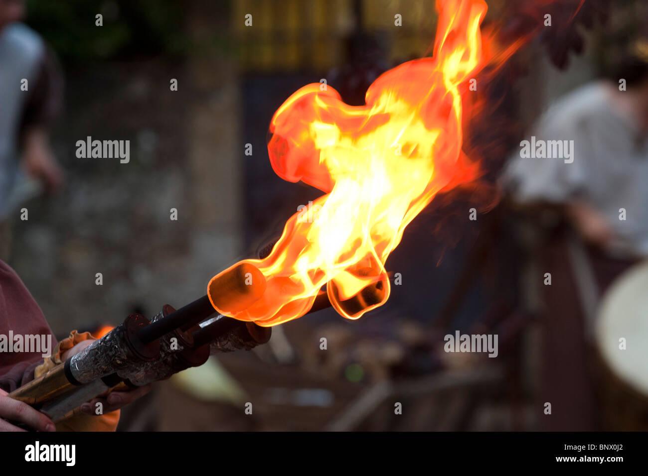 Medievale torcia di fuoco durante il Festival Rodemack Immagini Stock