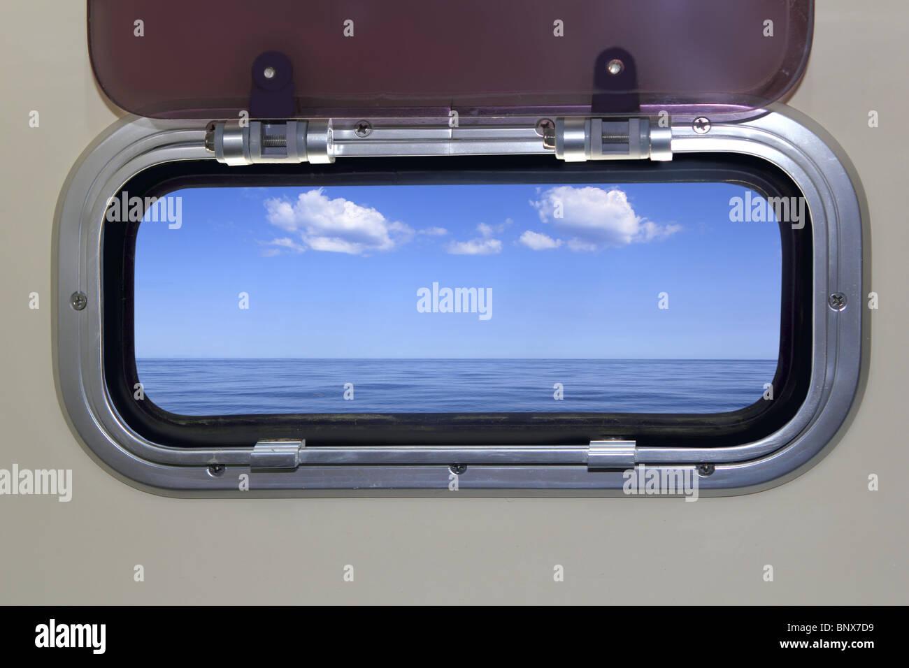 Porthole immagini porthole fotos stock alamy - Riflesso stucco a specchio ...