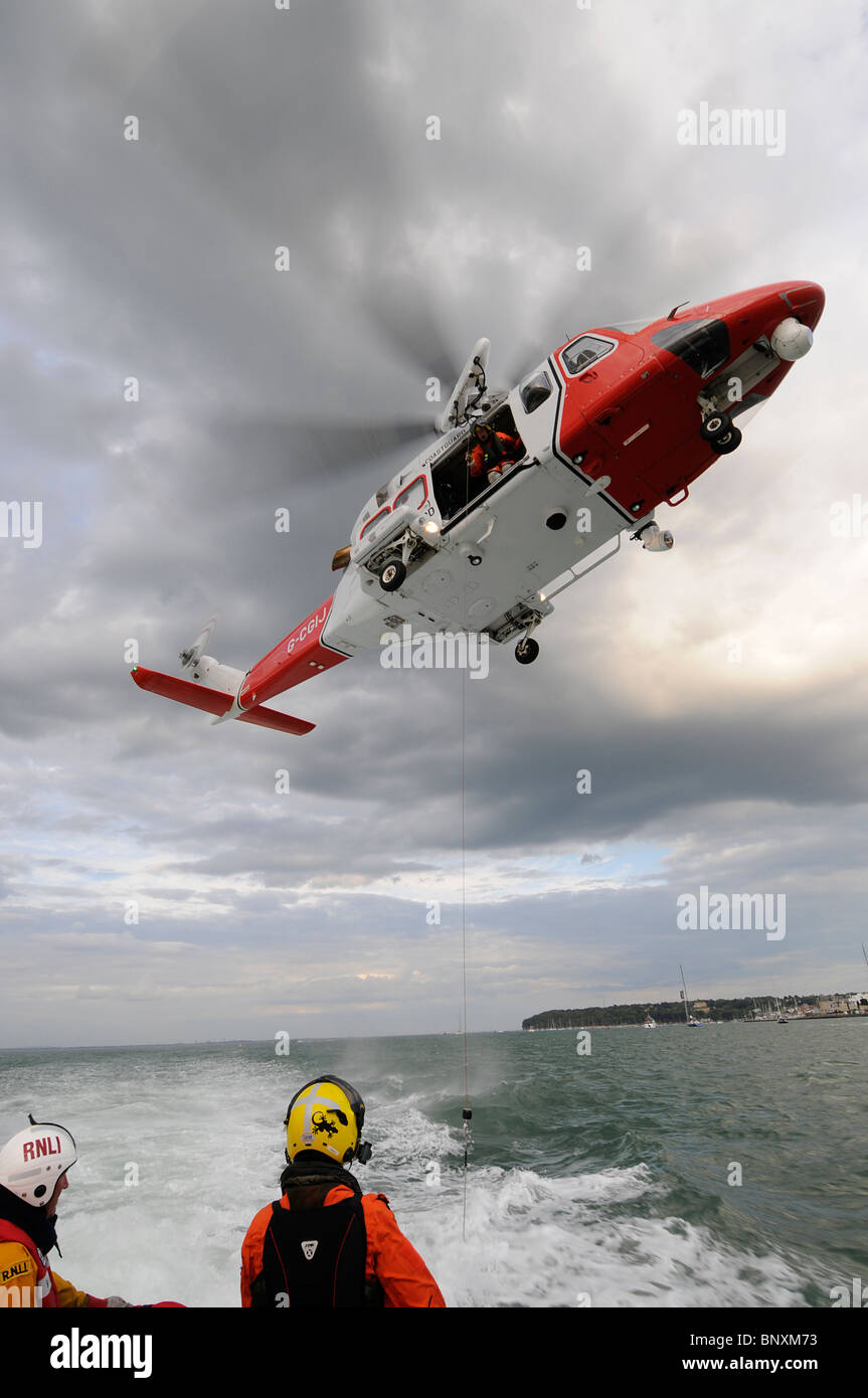 Elicottero 139 : Solent coastguard agusta westland aw 139 elicottero airlifts un