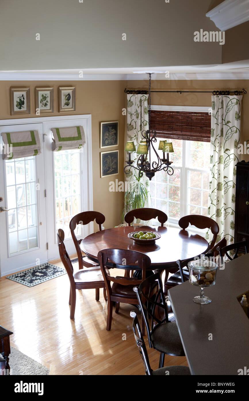La sala da pranzo in stile contemporaneo cucina americana ...