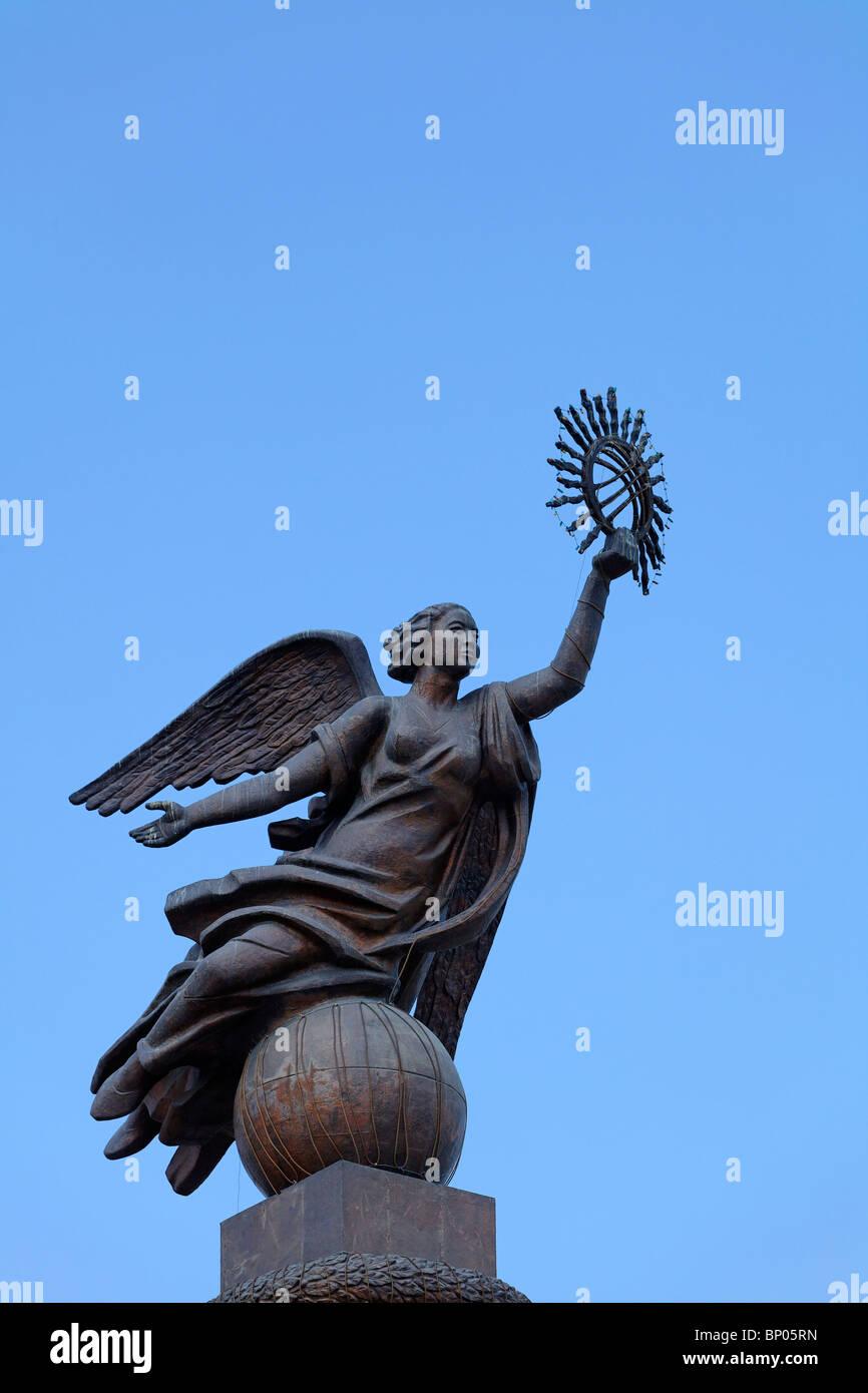 Kyrgyzstan - Bishkek - Ala-Too Square - Erkindik statua Immagini Stock
