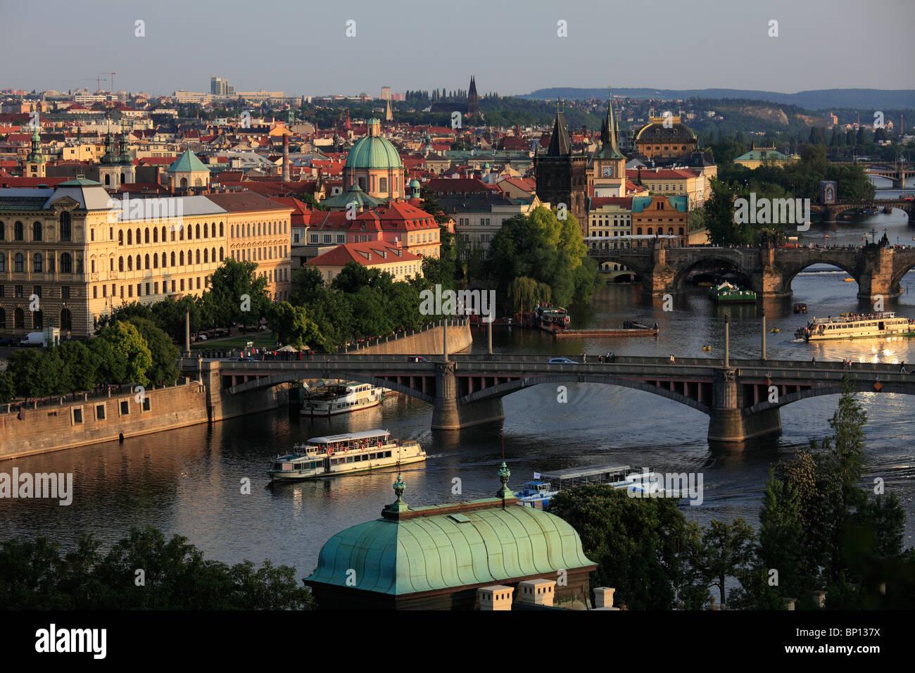 Repubblica Ceca, Praga, Old Town skyline, il fiume Moldava Immagini Stock