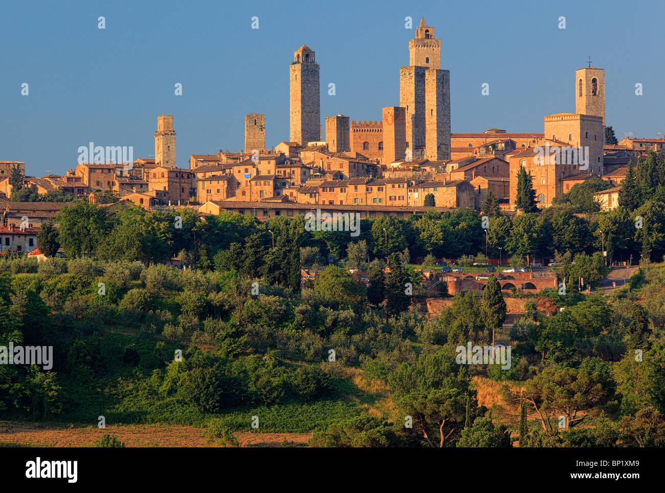 San Gimignano è una piccola collina medievale città della Toscana, Italia Immagini Stock