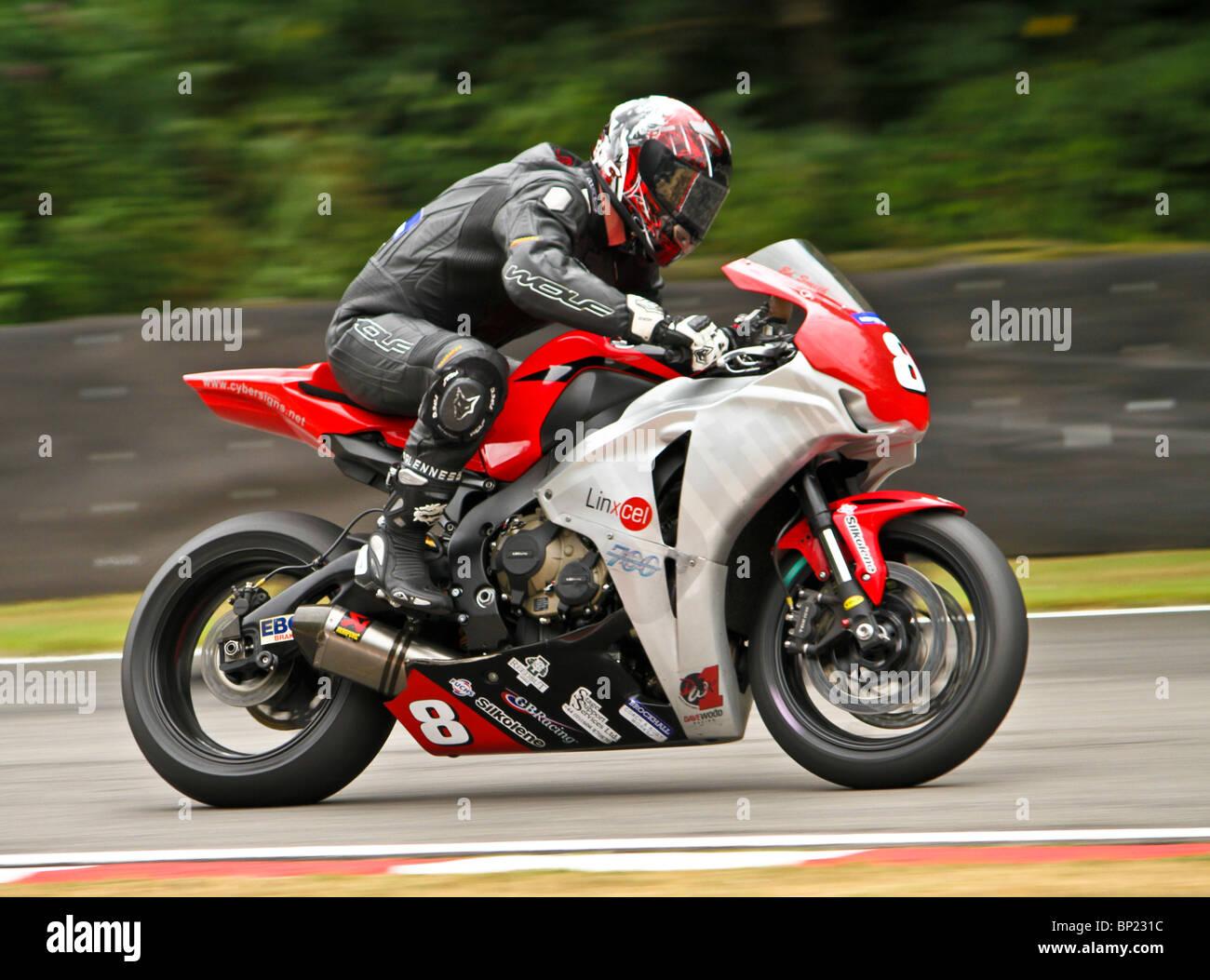 Ed Smith di equitazione per ultim8 Racing sulla sua Honda Fireblade durante il Metzeler National Superstock 1000 Foto Stock