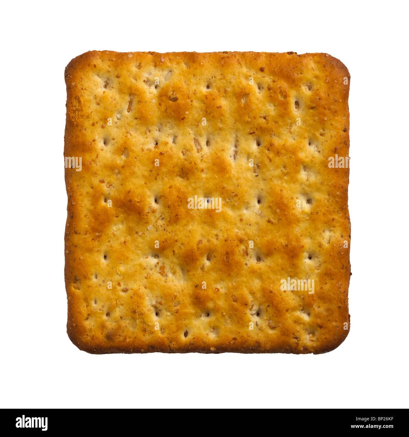 Formaggio unico biscotto cracker su sfondo bianco Immagini Stock